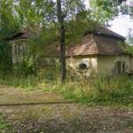 Przedzielnica. Budynek dawnego dworu (?). Po r. 1945 teren podworski przekształcono na koszary.