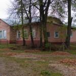 Arłamowska Wola. Budynek dworu rozbudowany i przekształcony na szkołę. Widok od frontu.