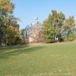 Pohorce (ukr. Погірці ). Kościół rzymskokatolicki p.w. Świętej Rodziny z lat 1935-1937 wchodzący w skąłd zespołu parkowo-pałacowego.