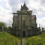 Kornałowice (ukr. Корналовичі). Kaplica grobowa Sozańskich, wybudowana w pocz. w. XX przez Feliksa Mariana Sozańskiego.
