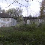 Nadyby (ukr. Надиби). Domek ogrodnika oraz ruiny cieplarni na granicy ogrodu ozdobnego.