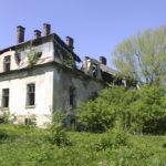 Nowoszyce (ukr. Новошичі). Ruiny dworu Leonarda Rychlickiego, widok od strony elewacji ogrodowej.