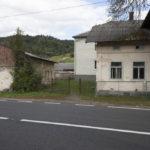Łopuszanka Chomina (ukr. Лопушанка-Хомина). Jeden z zachowanych budynków gospodarczych przy dworze.