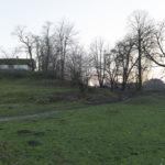 Morańce (ukr. Мор'янці). Budynek dawnego dworu (?), oficyny (?) z wyraźnymi śladami dawnych tarasów ogrodowych oraz pozostałościami dawnej alei lipowej.