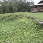 Szumiacz (ukr. Шум'яч). Pozostałości fundamentów po dawnym dworze.