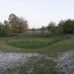 Zamek (ukr.Замок). Fortyfikacje ziemne wraz z pozostałościami rekonstruowanych murów zamku.