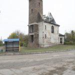 Leszczatów (ukr. Лещатів). Ruiny kaplicy rzymskokatolickiej wzniesionej w latach 1937-1938, naprzeciwko założenia dworskiego.