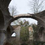 Ostrów (ukr. Острів). Ruiny rzymskokatolickiego kościoła parafialnego.