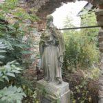 Steniatyn (ukr. Стенятин). Nagrobek z rzeźbą św. Józefa upamiętniający jedną z właścicielek Steniatyna.