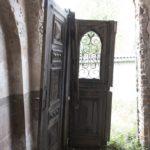 Steniatyn (ukr. Стенятин). Kaplica grobowa Żukiewiczów, widok w kierunku wejścia.