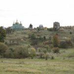 Szmitków (ukr. Гута). Kaplica grobowa Plater-Zyberków. Widok od strony niezachowanego pałacu.