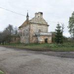 Uhrynów (ukr. Угринів). Ruiny kościoła parafialnego.